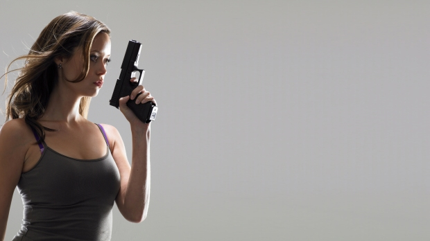 women-pistols_00423133