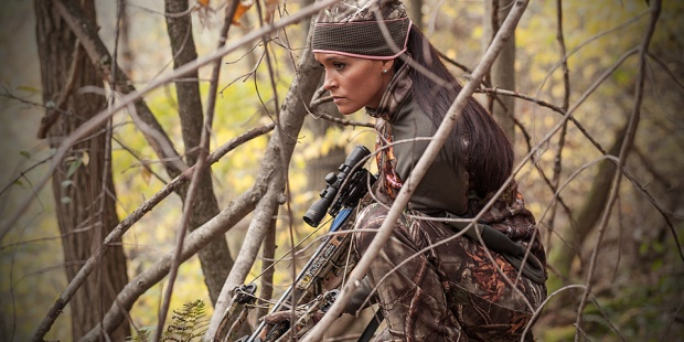 camo-hunting-clothes-women-crossbow-in-woods